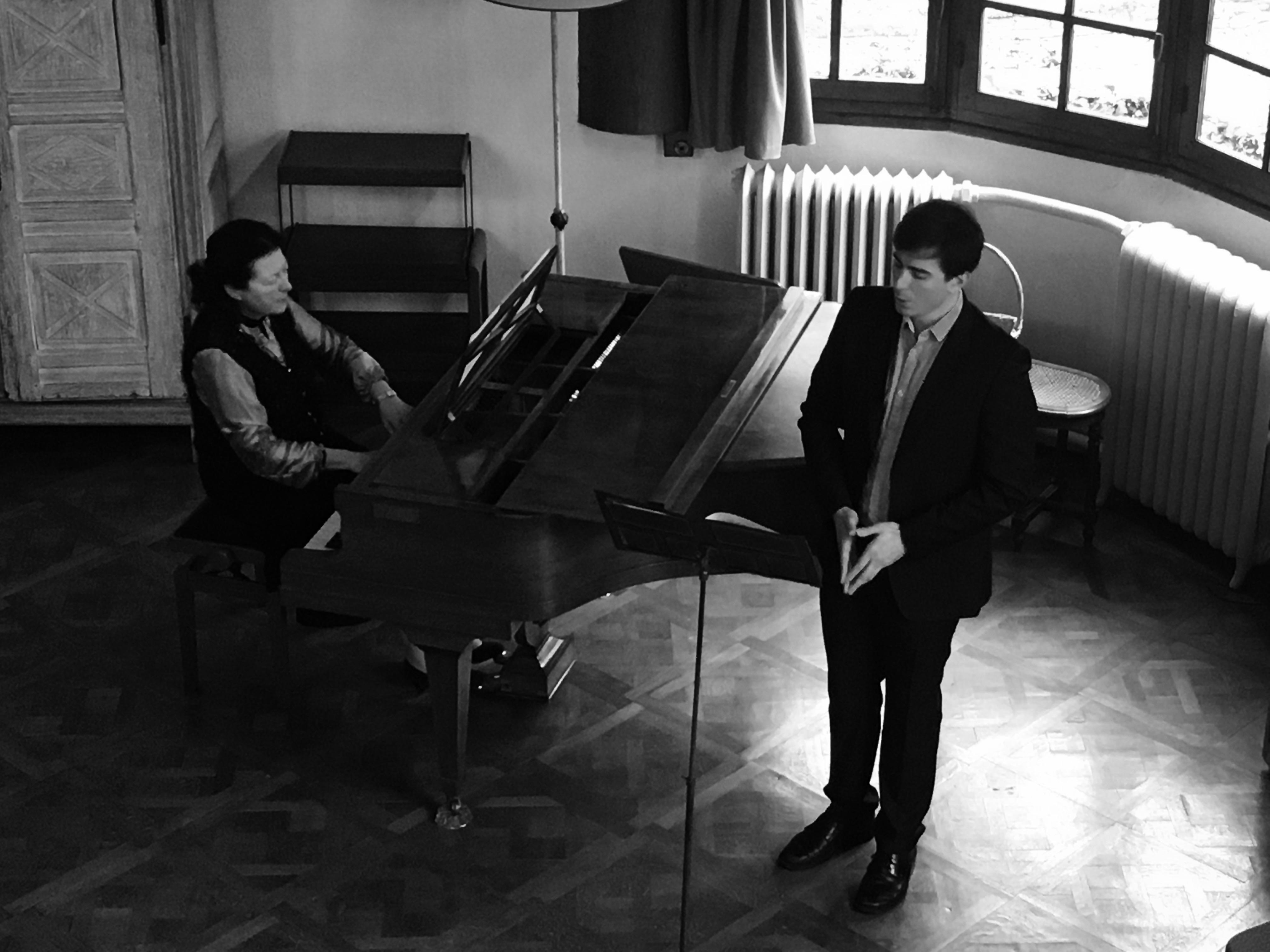 Auditorium Nadia et Lili Boulanger, la pianiste Mireille Le Coz et le baryton Eudes Peyre interprètent le cycle Nuit Bleue de Philippe Chamouard.